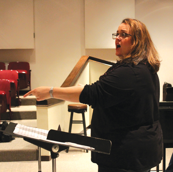 Director of vocal studies Melinda Imthurn conducts the Eastfield Chorus. PHOTO BY ANA GALLEGOS/THE ET CETERA