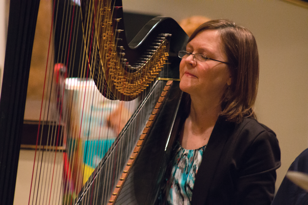 Cindy Horstman plays the harp during a March 2 recital series. PHOTO BY ALEJANDRA ROSAS/THE ET CETERA