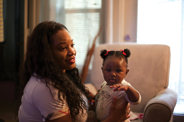 English professor Katawna Caldwell-Warren and her daughter Kensley. Photo by Alejandra Rosas/The Et Cetera