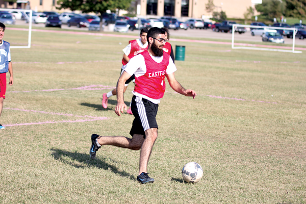 Student Laith Alrdaideh dribbles the ball down the field during a game. Photo by David Sanchez/ The Et Cetera.
