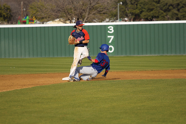 Second baseman Logan Montoya tags up for a putout in a game against Kansas City Community College on Feb. 18. Photo by James Hartley/The Et Cetera