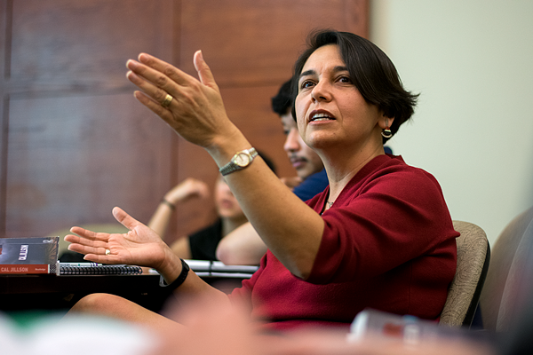 Cindy Casteneda teaches her Texas government class. Photo by Andrew Gonzales.