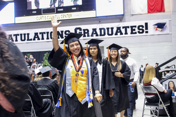 DCCCD moves graduation ceremony online