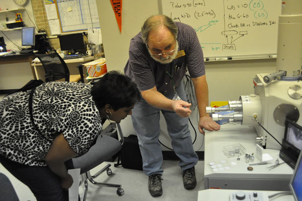 Murry Gans guides student Sindy Sathyan in the microscopy lab.