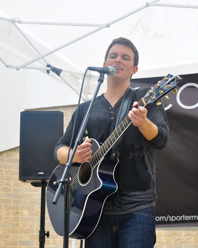 Scott Porter plays for a crowd in the lower courtyard.
