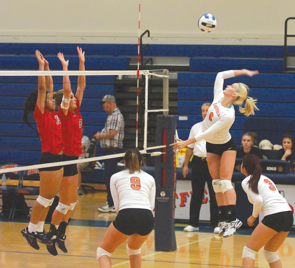 JONATHAN WENCES/THE ET CETERA Eastfield's Megan Murphy goes up for a kill against Seminole State.