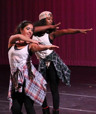 Dance concert in unison with common book
