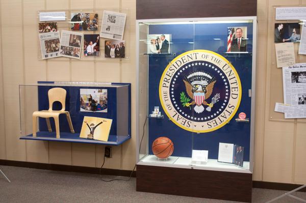 Library unveils U.S. presidential visit display