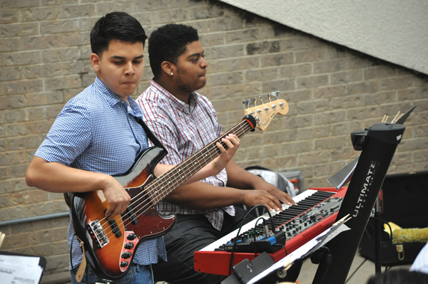 Ezequiel Alcala plays bass alongside keyboardist Kuinton Gray during the Jazz Under the Stars event for Literary and Fine Arts Festival. Photo by Ana Gallegos/The Et Cetera.