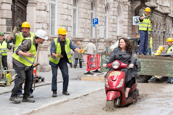 CIA analyst Susan Cooper (Melissa McCarthy) bumbles her way into the