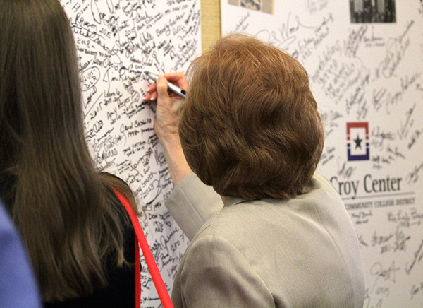 Eastfield President Jean Conway signs a giant birthday card for the district at the 50th anniversary bash Aug. 28. Photo by Jonathan Wences