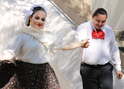 Members of the Anita N. Martinez Ballet Folklorico troupe dance Oct. 12 on the Lower Courtyard stage. HOTO BY ALEJANDRA ROSAS/THE ET CETERA