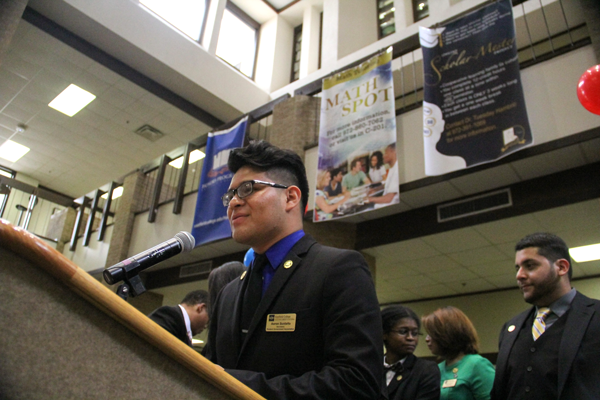 SGA president Aaron Sustaita addresses students in the Pit. PHOTO BY JAMES HARTLEY/THE ET CETERA.