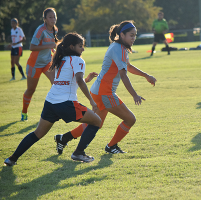Emily Juarez races a Cedar Valley player for the ball. Photo by Andrew Gonzales
