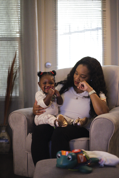 Katawna Caldwell-Warren and her daughter, Kensley, sit in the living room of Caldwell-Warren's flat. Photo by Alejandra Rosas/The Et Cetera