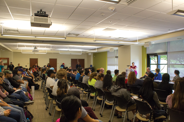 G-101 was left with standing room only as students packed in for the Free Speech Forum. Jesus Ayalla/The Et Cetera