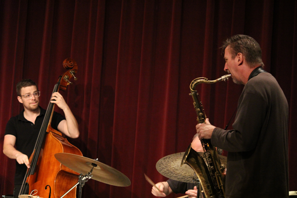 Gavin Kelso plays bass and Jeff Robbins plays saxophone during the Jan. 25 Mike Drake Jazz Quartet recital. Photo by Yesenia Alvarado/The Et Cetera
