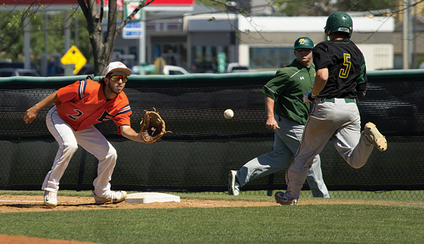 Logan Montoya goes for the putout against Brookhaven on April 1. Photo by Valentino Jorge/The Et Cetera.