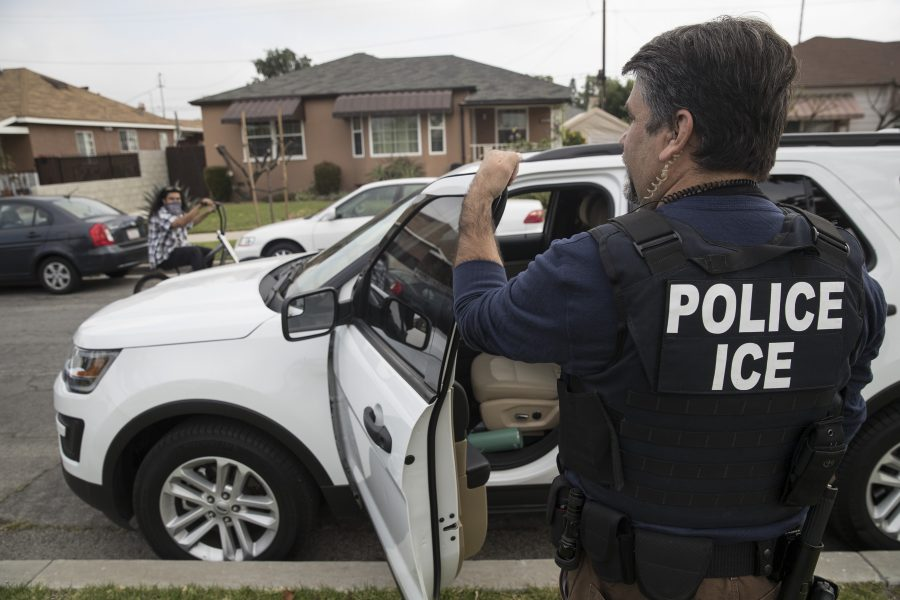 Immigration+and+Customs+Enforcement+fugitive+operations+team+member+Jorge+Field+outside+the+Montebello%2C+Calif.%2C+home+of+a+47-year-old+Mexican+national+on+April+18%2C+2017.+The+man+refused+to+come+out+and+the+team+left.+%28Brian+van+der+Brug%2FLos+Angeles+Times%2FTNS%29