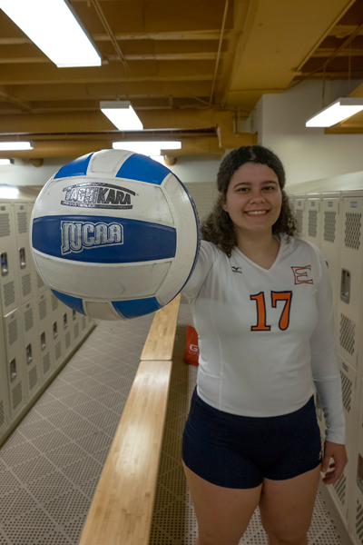 Jesus Ayala/The Et cetera Keishla Reyes earns her title of national player of the week due to her aggressive kills as an outside hitter for Eastfield's volleyball team. Photo by Jesus Ayala/The Et Cetera.