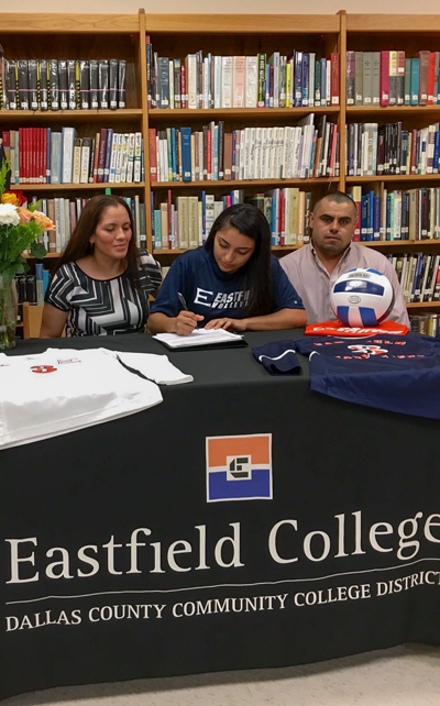 Maura+Munoz%2C+right%2C+signs+her+letter+of+intent+to+play+volleyball+at+Eastfield+as+her+mother%2C+Veronica%2C+watches+on.