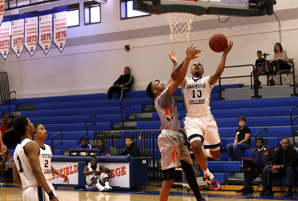 DaJuan Ridgeway goes for a layup in the Harvesters' Jan 20 loss to Cedar Valley. Ridgeway had 23 points and seven rebounds against the Suns. Photo by Willie R. Cole/The Et Cetera