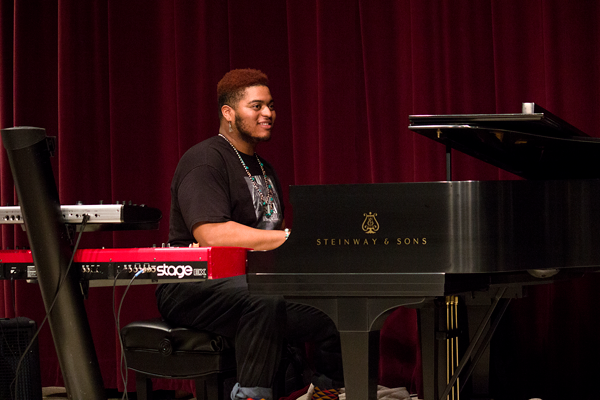 Kwinton Gray, Eastfield graduate and leader of the Kwinton Gray project, returned to campus to perform Feb. 7. Photo by Jennifer Retiz/The Et Cetera.