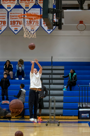 Zack Mahoney sinks a three-pointer en route to winning the Three-Point Shootout. The contest was held during the halftime of the Harvester home game versus Mountain View. Photo by Jesus Ayala/The Et Cetera