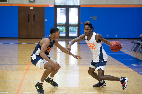 The Eastfield basketball team is relying on quick play and 3-pointers going into the 2018-2019 season. Photo by Jesus Ayala/The Et Cetera