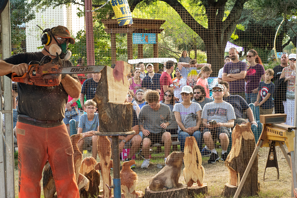 Burt Fleming carves intricate wood art with a chainsaw at the Texas State Fair. Photo by Aria Jones/ The Et Cetera