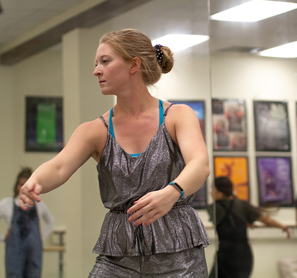 Cristyn+Boyd+practices+the+dance+piece+Limbo%2C+a+production+of+Danielle+Georgiou.+Photo+by+Jesus+Ayala%2FThe+Et+Cetera