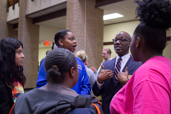 Students meet the president Eddie Tealer at the What's the Tea with Tealer event in the Hive on Jan. 31. The event included a Q & A segment, chips and queso, free Harvester shirts, games and iced tea with Tealer of course. Photo by Yesenia Alvarado/The Et Cetera