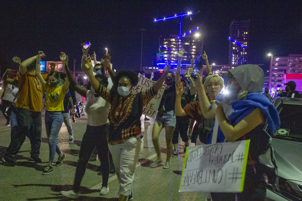 Protesters begin leaving Deep Ellum and heading back to downtown Dallas on May 29. Photo by Skye Seipp/The Et Cetera